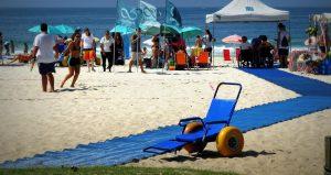Cadeira de Rodas na praia acessível da Adaptsurf no Leblon